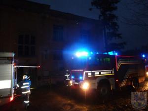 V Chotyni hořela opuštěná budova, zapálili ji vypalovači kabelů. Foto: Hrádek nad Nisou