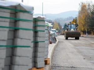 Za dva týdny se řidičům otevře nový kruhový objezd v Rochlici