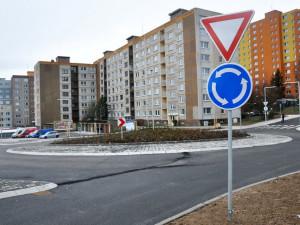 V Rochlici se v pondělí otevřel nový kruhový objezd