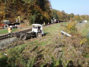 Střet nákladního automobilu a vlaku zastavil v úterý ráno provoz železnici ve Višňové.