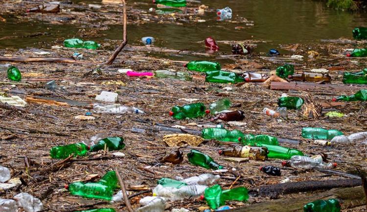 PET lahvemi zaplavená Kamenice v národním parku rozlítila tisíce lidí, turisté ale hlavními viníky nejsou