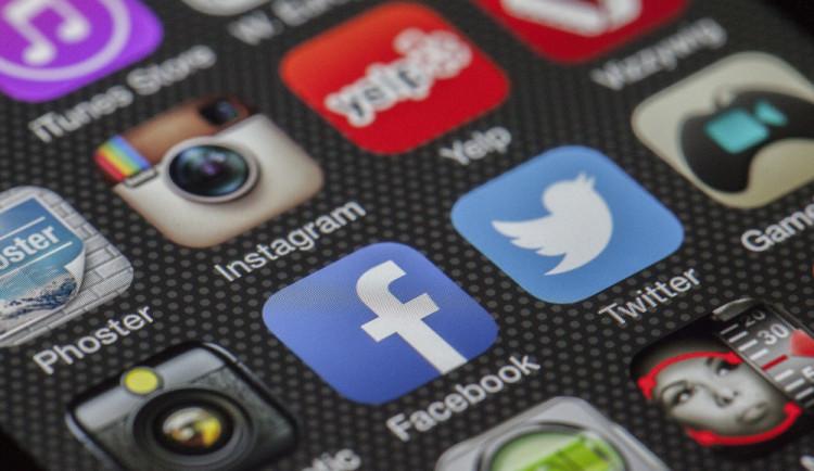 Zuckerberg plánuje propojit WhatsApp, Instagram a Facebook
