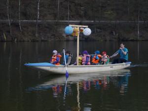 Lampiónová plavba je oblíbenou každoroční akcí.