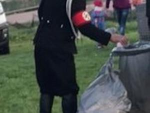Muž v nacistické uniformě.