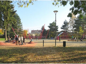 Jedním z možných projektů je pítko v parku u letního kina.