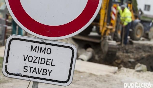Vjezd do průmyslové zóny v Turnově omezí práce na silnici