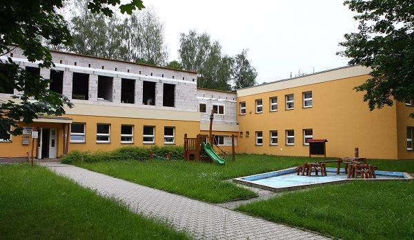 V Turnově roste nový stacionář, stavba se zvládá i za provozu školy