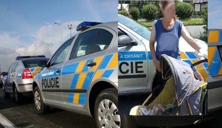 Opilá žena s kočárkem vrávorala po Zákupech. Sociálka jí devítiměsíční dítě odebrala