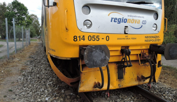 Náhradní vlaky nestíhají a nabírají zpoždění, kraj zvažuje autobusy