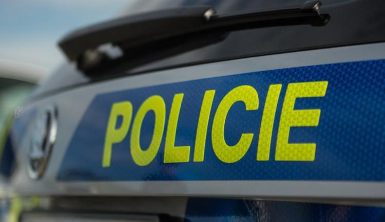V Liberci se střetla Audina s Toyotou. Řidiči se neshodnou. Policie hledá svědky