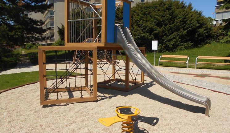 FOTO: V Ruprechticích je opravené dětské hřiště, děti se tu vyřádí