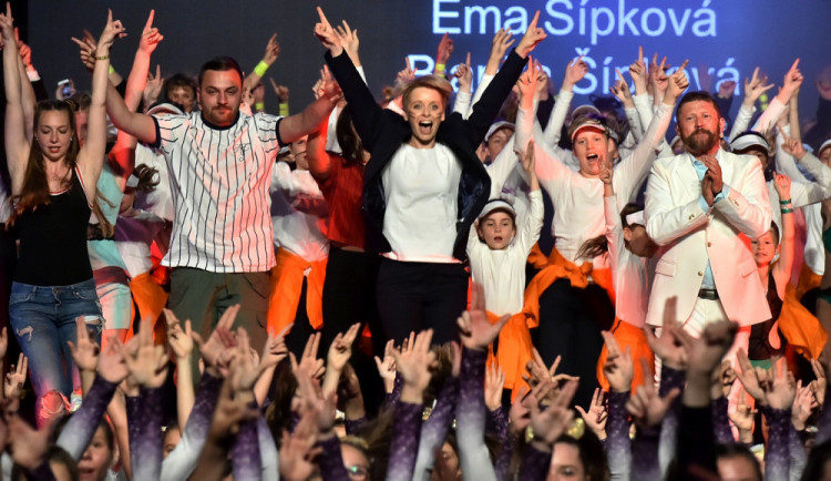Taneční A-Styl uspořádal výroční show. Nesla se vduchu filmových trháků