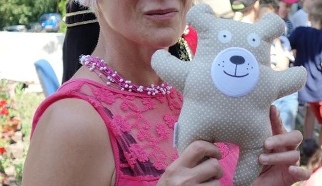 Stovky dětí vybíraly jméno pro medvídka ze sdružení D.R.A.K. a bude to Nebojsa