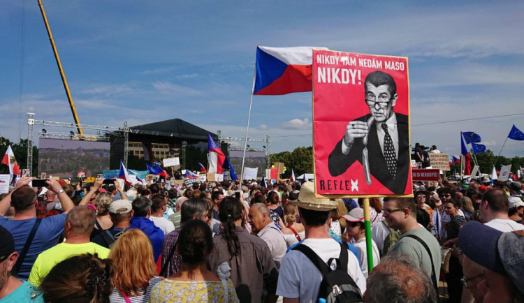 Že se protestovalo proti Babišovi jen v Praze? Ani nápad. Protesty byly i v Liberci