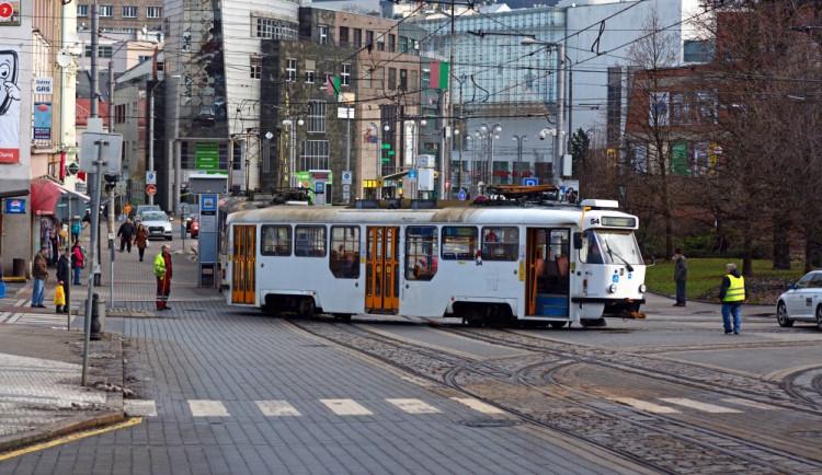 Tramvaje budou kvůli opravě kolejí během prázdnin končit na Rybníčku