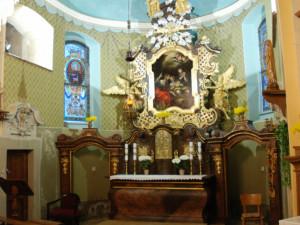 Hlavní oltář ve Kostele sv. Josefa po obnově.