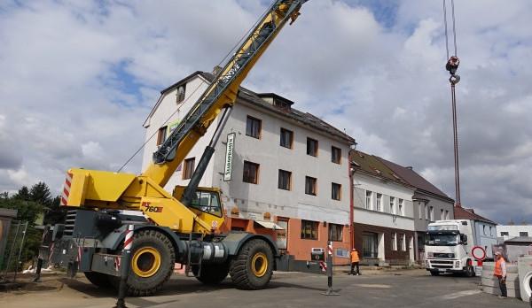 Rekonstrukce v Turnově pokračují, v Nádražní i pod viaduktem se intenzivně pracuje