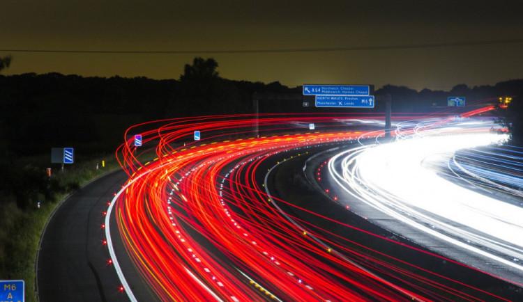 Sněmovna schválila zavedení elektronických dálničních známek