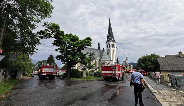 Svědek v bytovém domě u ruprechtického kostela nahlásil podezřelý předmět. Evakuovali čtyřicet lidí