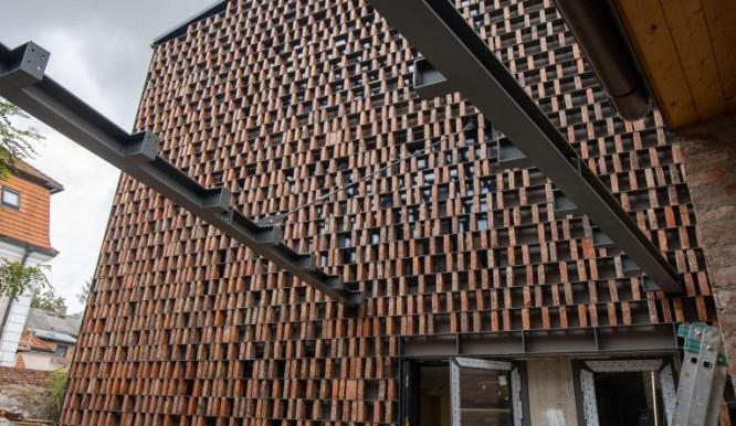 Budova nové knihovny v Hrádku je hotová, nyní se pracuje na interiérech