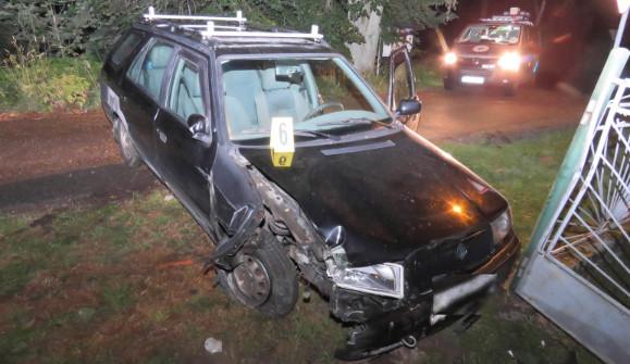 Před jízdou vyžahnul deset piv, s autem naboural do plotu