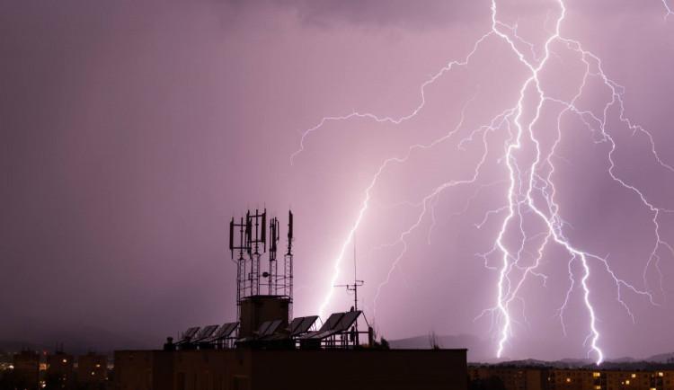 Na Liberec se ženou bouřky. Dorazit mají podle meteorologů po půlnoci