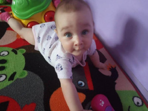 Nikolka, ač se narodila s vzácnou vadou, je krásná usměvavá holčička.