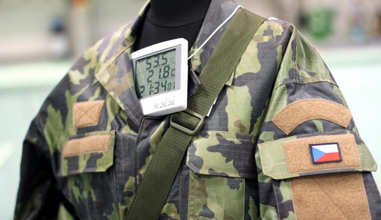 Speciální uniforma pro vojáky mění barvu podle prostředí. Vymysleli ji liberečtí vědci