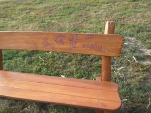 Poškozená lavička