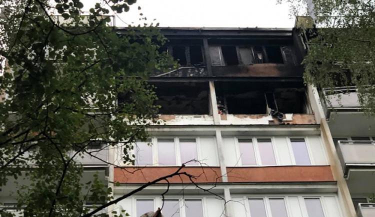 FOTO: V paneláku na Králově Háji explodoval plyn, jeden člověk je vážně zraněný