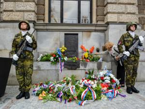 Ve středu pietní akce u pomníku obětem okupace 1968 na náměstí Dr. Edvarda Beneše.