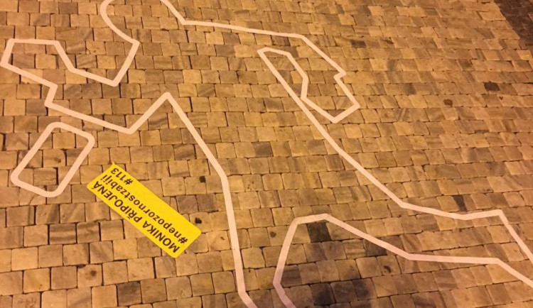 FOTO: V Liberci na Benešáku se objevily obrysy postav. Upozorňují na sražené chodce