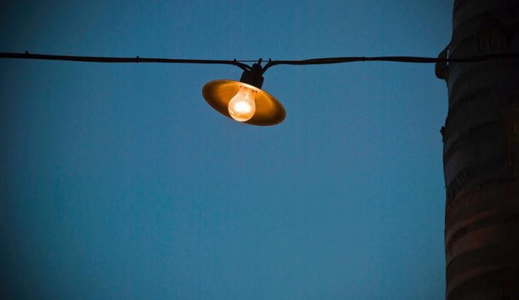 V ulicích U Nemocnice a Kaplického ve Frýdlantu jsou nyní bez osvětlení