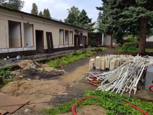 Stará školka prochází demolicí