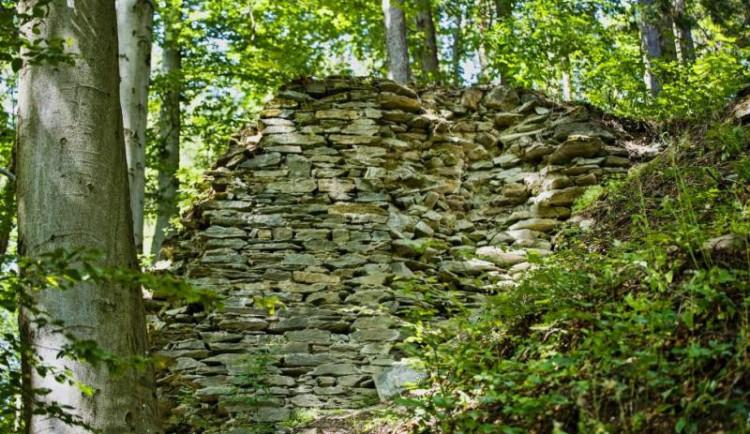TIP NA VÝLET: Ze štěpanického hradu zůstaly jen věže a zbytky paláce