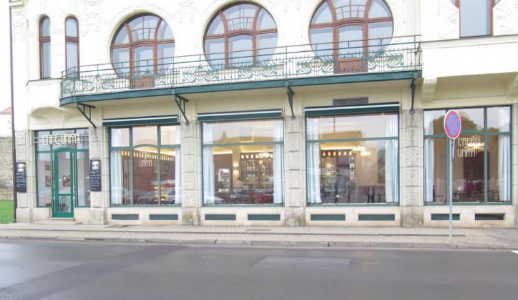 Krásná secesní kavárna Union má novou střechu, dočká se ještě opravy fasády