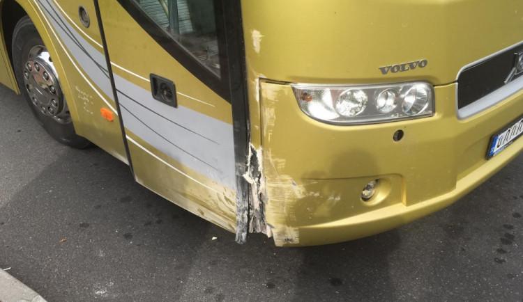 Na lince do Prahy zkolaboval řidič. S autobusem do bezpečí dojel jeden z cestujících