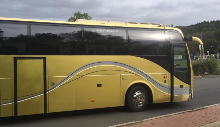 Autobus plný lidí bez řidiče zachránil softwarový specialista. To bude špatný, říkal si