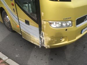 Autobus po nárazu.