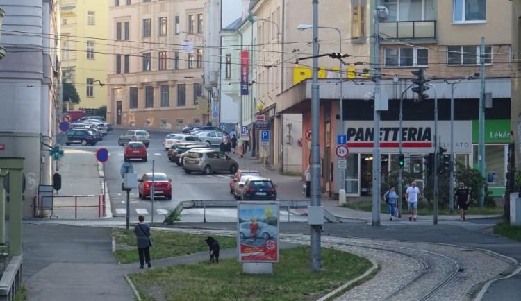 Jablonecká tramvaj se vrací do svých kolejí, práce na křižovatce Budovatelů a Poštovní se odsouvají