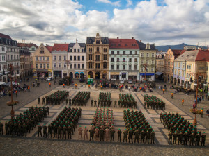 Slavnostní nástup 31. pluku na Benešáku.