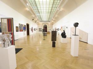 Nezlomní. Obecní dům v Praze zahájil jedinečnou výstavu, která představuje možný průřez českým uměním minulého století