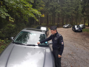 Policisté pokutovali houbaře.