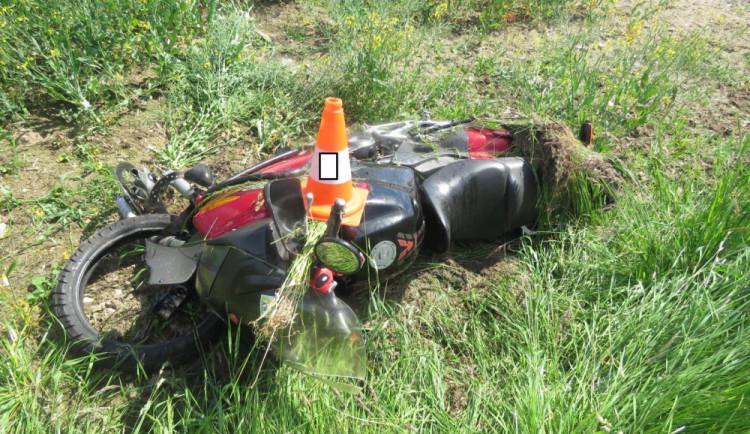 Hledá se řidič, který přivolal zraněnému motorkáři pomoc. Díky němu syn žije, říká maminka