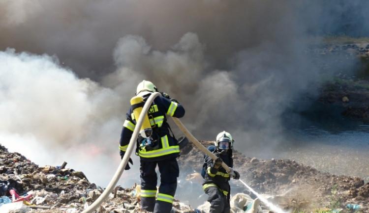Požár skládky v Druzcově