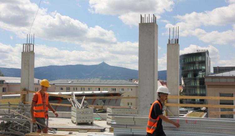 Výhled na Ještěd z nejvyššího podlaží