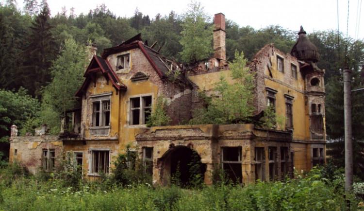 Takhle vila vypadala před dvěma lety