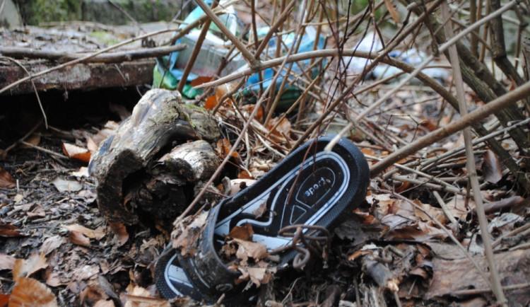 Staré pantofle už nepotžebuji, proč bych je ale házel i s odpadky do popelnice, že?