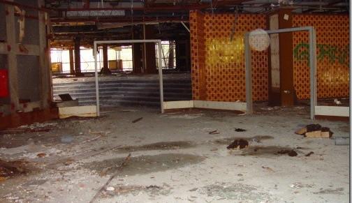 Pavilon A LVT - je libo do velkého sálu (přímo), nebo domalého (vpravo)?