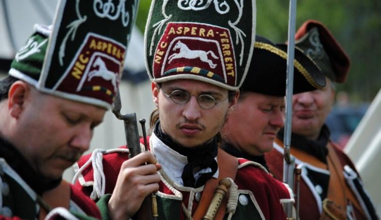 Barevné uniformy účastníků